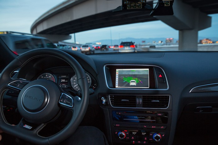 Heads Up Display of driverless vehicle sensing technology in vehicle interior.