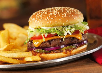 Red-Robin-burger-gourmet-cheeseburger