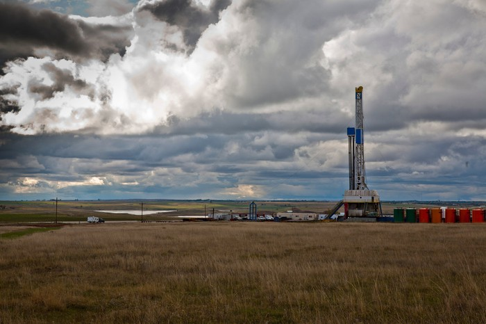 A drilling rig in North Dakota under a cloudy sky.