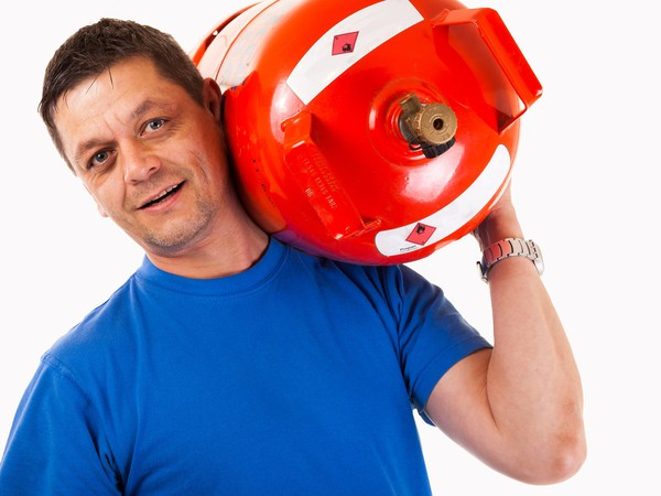 17_07_07 Man with propane tank_FGP_GettyImages-497063042