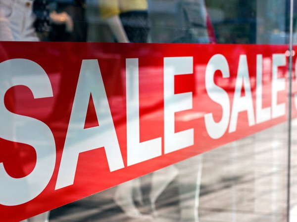sale sign_GettyImages-177585827