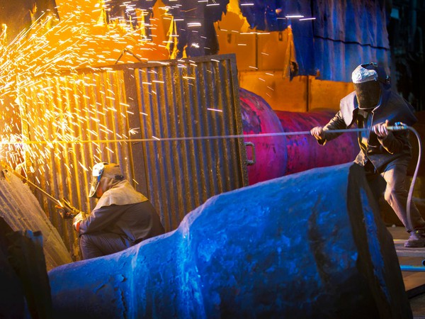 17_08_16 men working in a steel mill with sparks flying_GettyImages-143690110