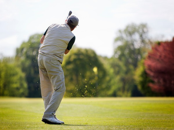 man playing golf_GettyImages-153015064