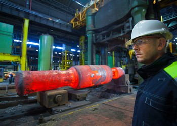 17_08_10 Worker Standing in a Steel Forge_GettyImages-143690122