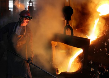 17_08_02 Steel worker in a foundry_GettyImages-489756984