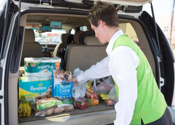 walmart-associate-loads-groceries-into-the-trunk-of-a-vehicle-for-grocery-pickup