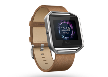 Fitbit-Blaze_Saddle_Leather_Flare-Clock
