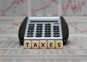 taxes_GettyImages-545352204