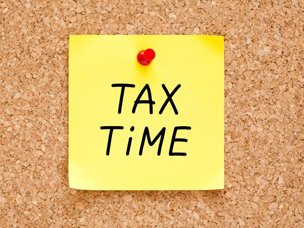 tax time post it_GettyImages-464540299