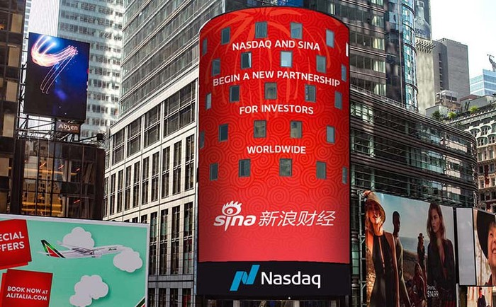 Outdoor electronic billboard advertisement for Sina Weibo services powered by Nasdaq.