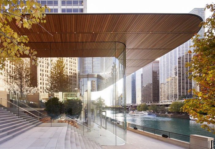 Apple Store in Chicago on Michigan Avenue