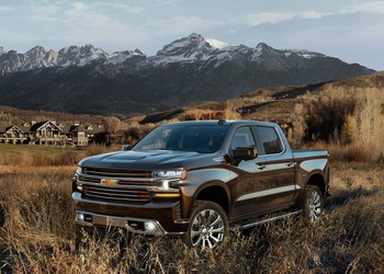 2019-Chevrolet-Silverado-High-Country-004