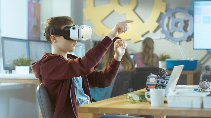 A student uses a VR headset.