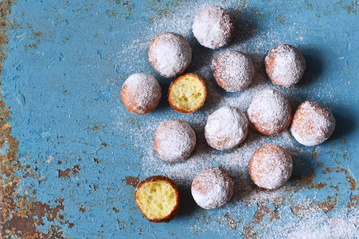 Miniature powdered doighnuts placed on a table