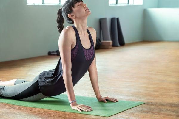 Fitbit-Flex-2_Woman_Yoga_Lifestyle