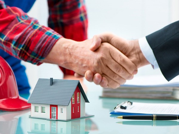 Mortgage handshake GettyImages-511728674