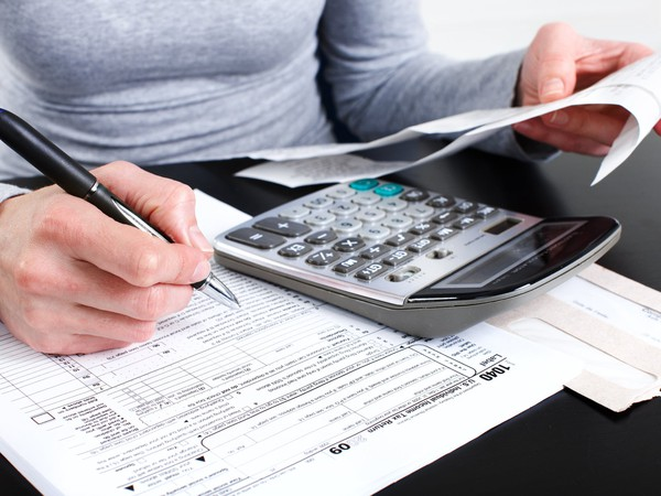 tax form and calculator_GettyImages-146793326