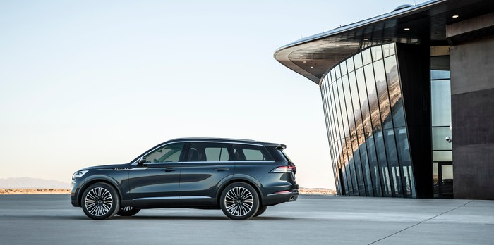 A side view of the new Lincoln Aviator.