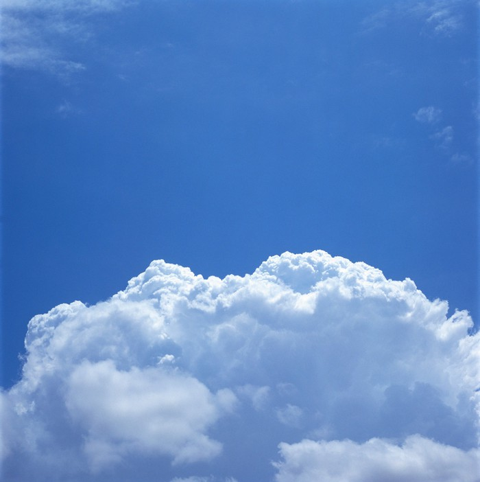 Picture of a cloud in the sky.