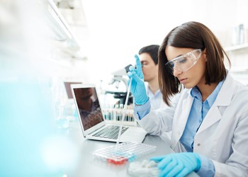 scientists-working-in-lab