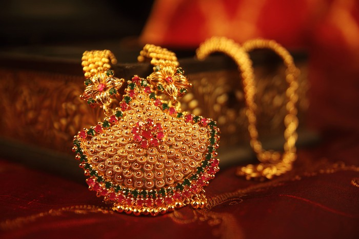Traditional Indian wedding gold necklace.
