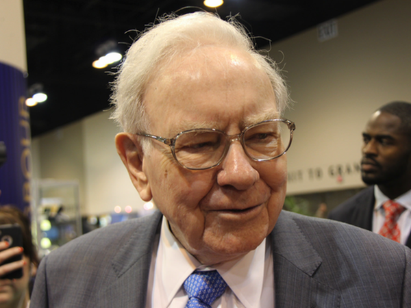 warren-buffett-buys-apple-stock_large