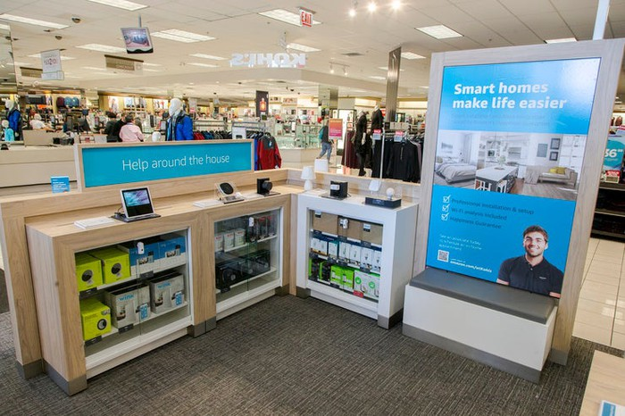"Amazon returns location and ""smart home center"" within Kohl's store in Bucktown, Illinois."