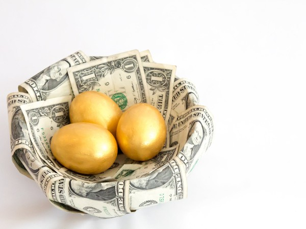 17_10_31 Golden Eggs in a basket made of money_GettyImages-502352040
