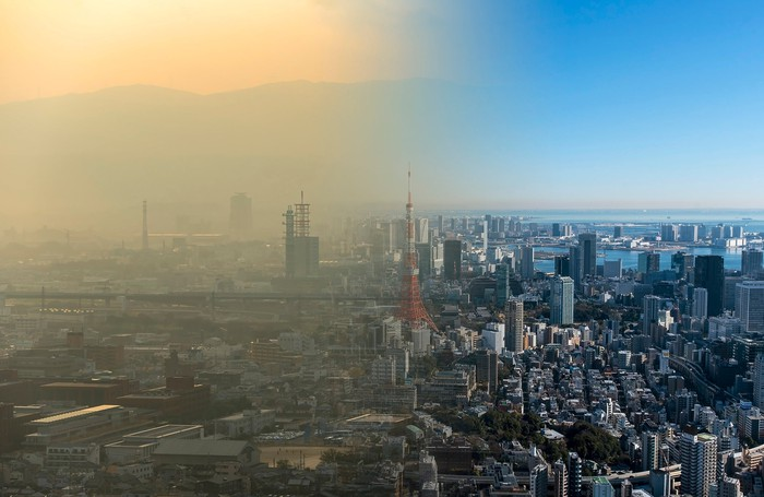 Picture splitting Chinese city showing half with massive pollution and half clean air.