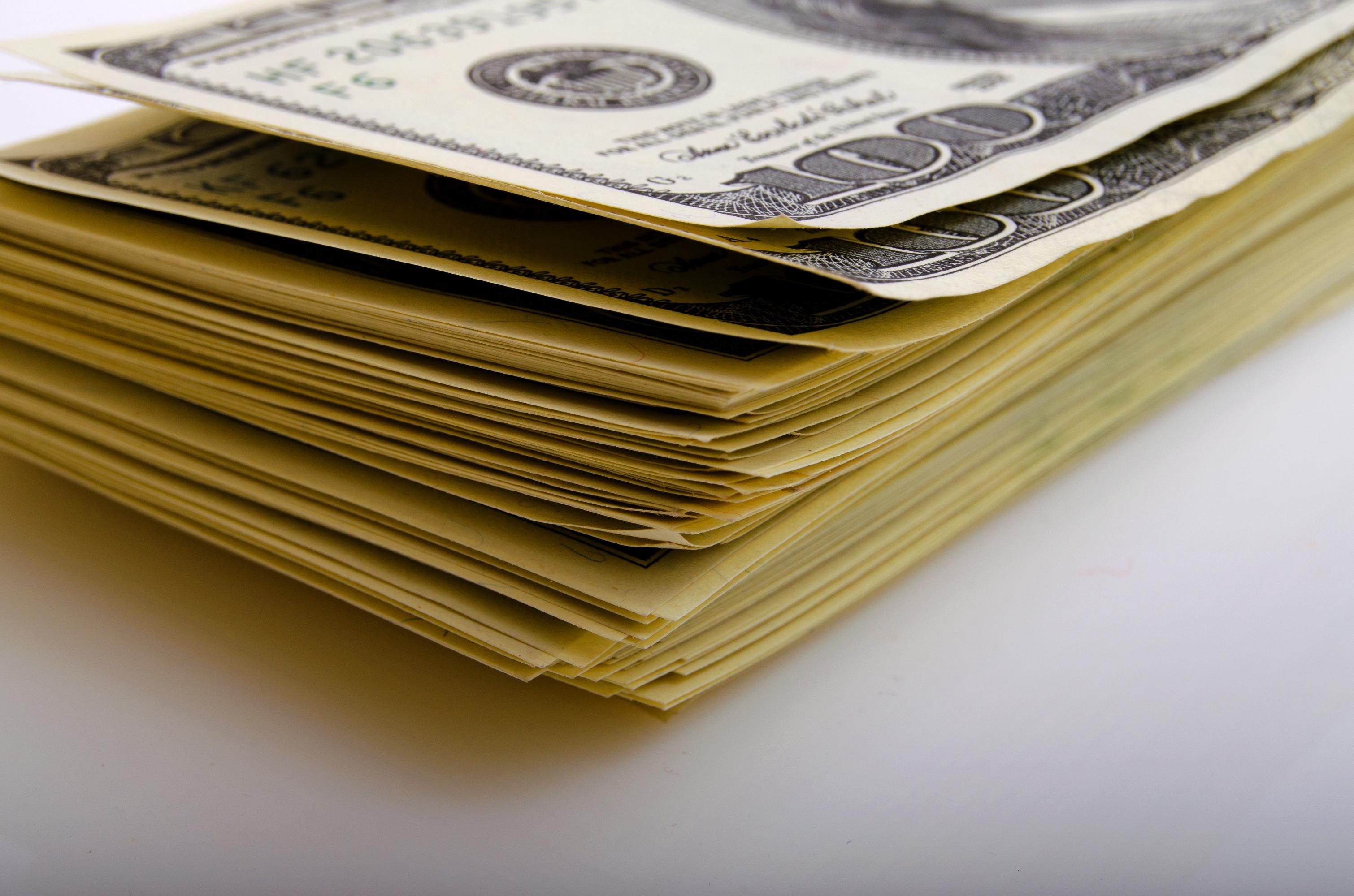 A stack of $100 billis.