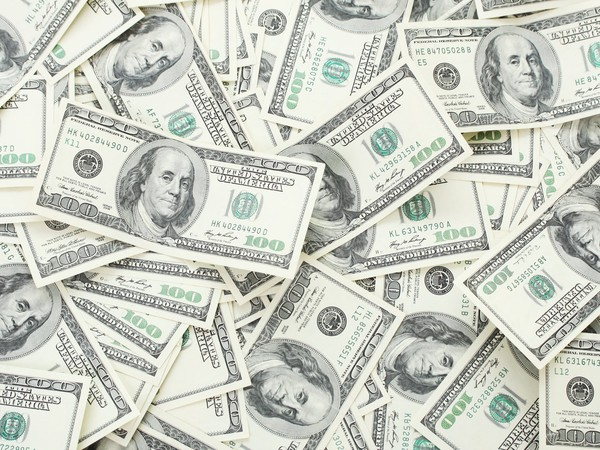 pile of 100-dollar bills_GettyImages-452970107
