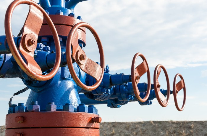 A wellhead with several valves.