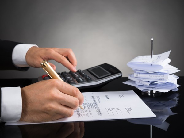 ACCOUNTANT GettyImages-518433706