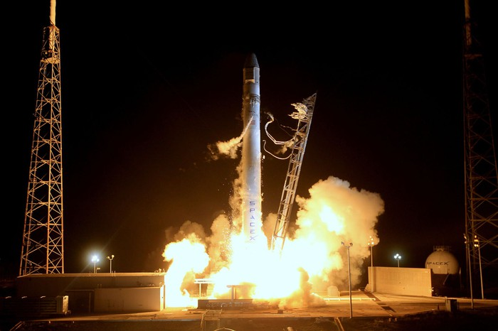First official Falcon 9 and Dragon launch to the Space Station