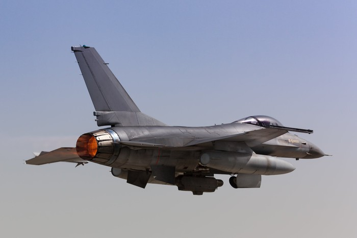 a F-16 Fighting Falcon in flight.