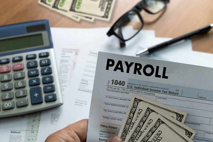 CAlculator money and payroll form