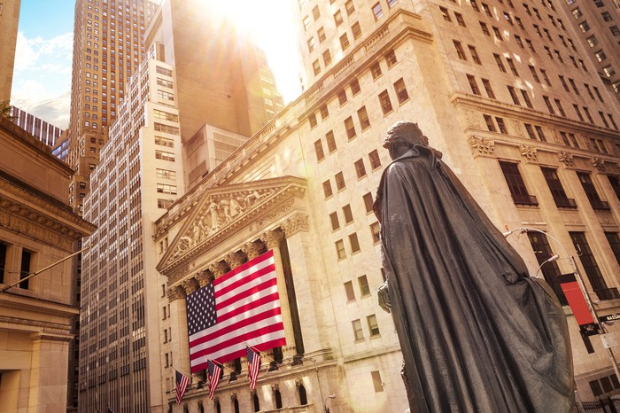 Statue and American flag in front of the New York Stock Exchange.