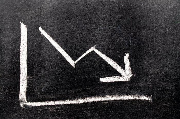 A chalkboard drawing of an arrow headed down.