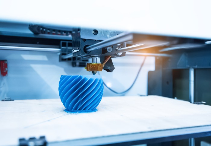 A blue cup being eD printed.