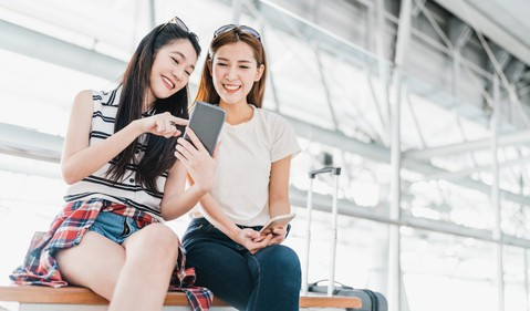 Young Chinese smartphone users