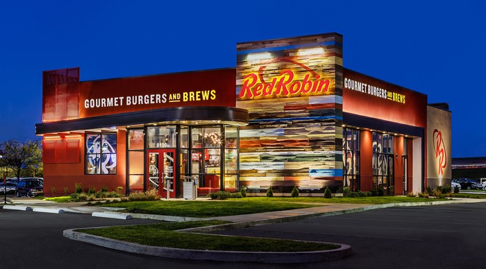 The outside of a Red Robin Gourmet Burgers restaurant at night.