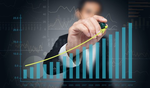 17_08_01 Man with bar chart going up and line being drawn_GettyImages-480304834
