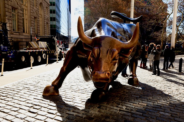 Bull statue in front of the New York Stock Exchange.