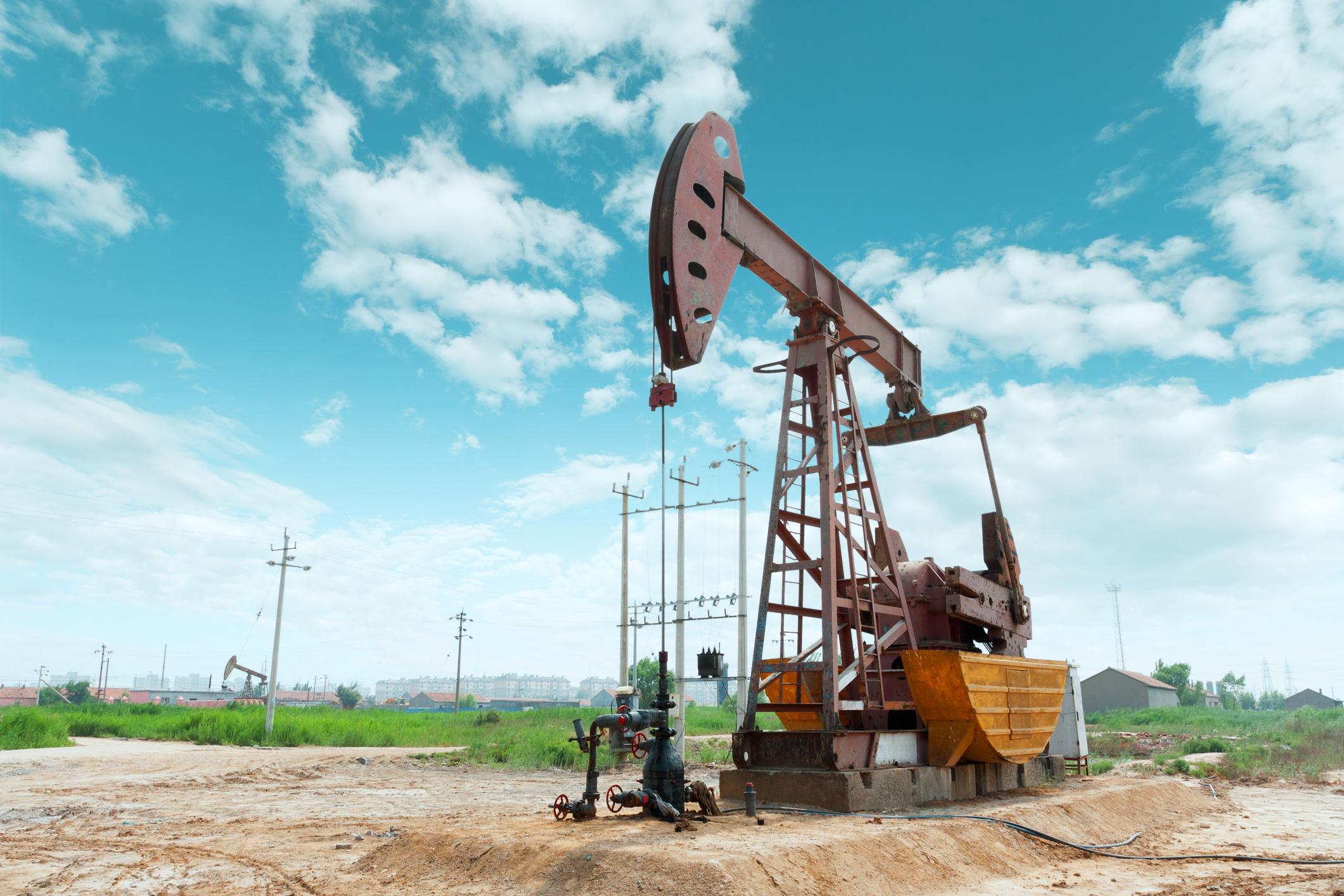 An oil pump under a blue sky.