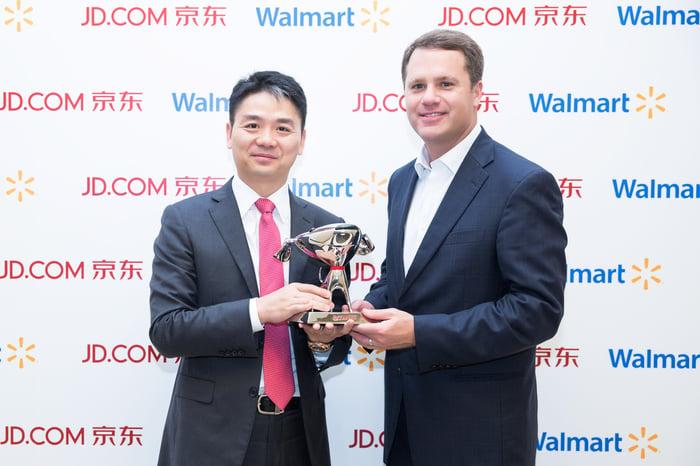 Richard Liu and Walmart CEO Doug McMillon.