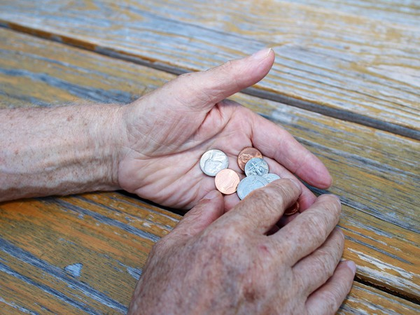 senior with change in hands_GettyImages-539020114