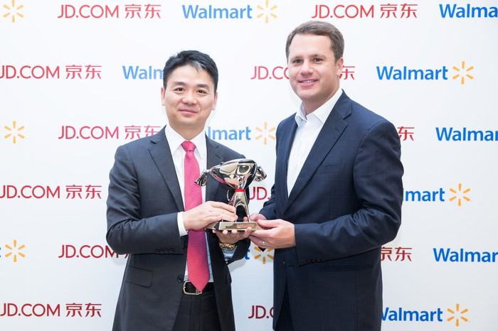 Walmart CEO Doug McMillon with JD.com CEO Richard Liu.