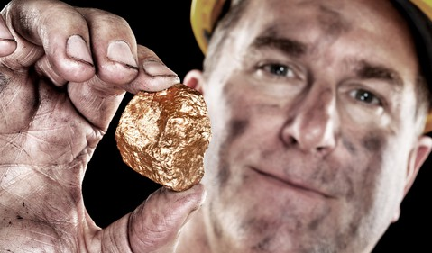17_06_20 Gold Miner with nugget_RGLD_SLW_ABX_NEM_FNV_GettyImages-134059493