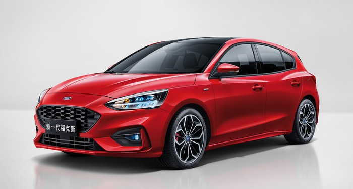 A red 2019 Ford Focus, a four-door hatchback, with Chinese license plates.