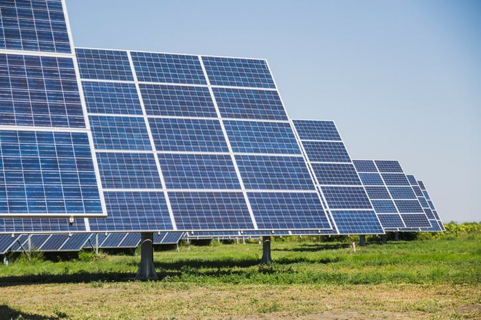 A field of solar panels on sun trackers.